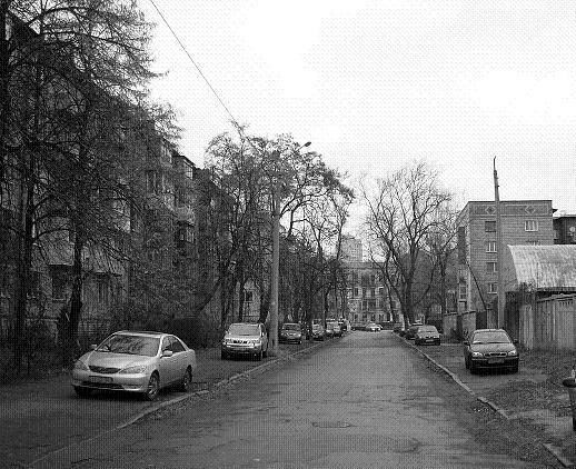 Драгомировский (сейчас Рыночный) пер., современный вид. В 1919 г. здесь было многолюдно из-за «хвостов» за дровами