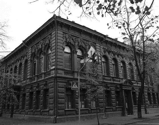 «Шоколадный домик» – особняк Могилевцева, ул. Шелковичная, 17-а, современный вид. Находившаяся здесь в 1919 г. квартира киевского губернатора была варварски разгромлена большевиками