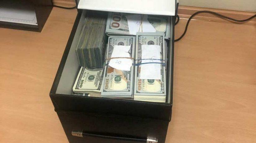 У задержанного на взятке врача-трансплантолога в ячейке банка изъяли $840 тысяч