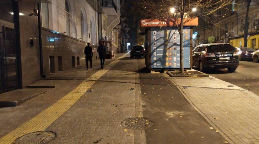 На новой велодорожке по улице Пушкинской установили киоск