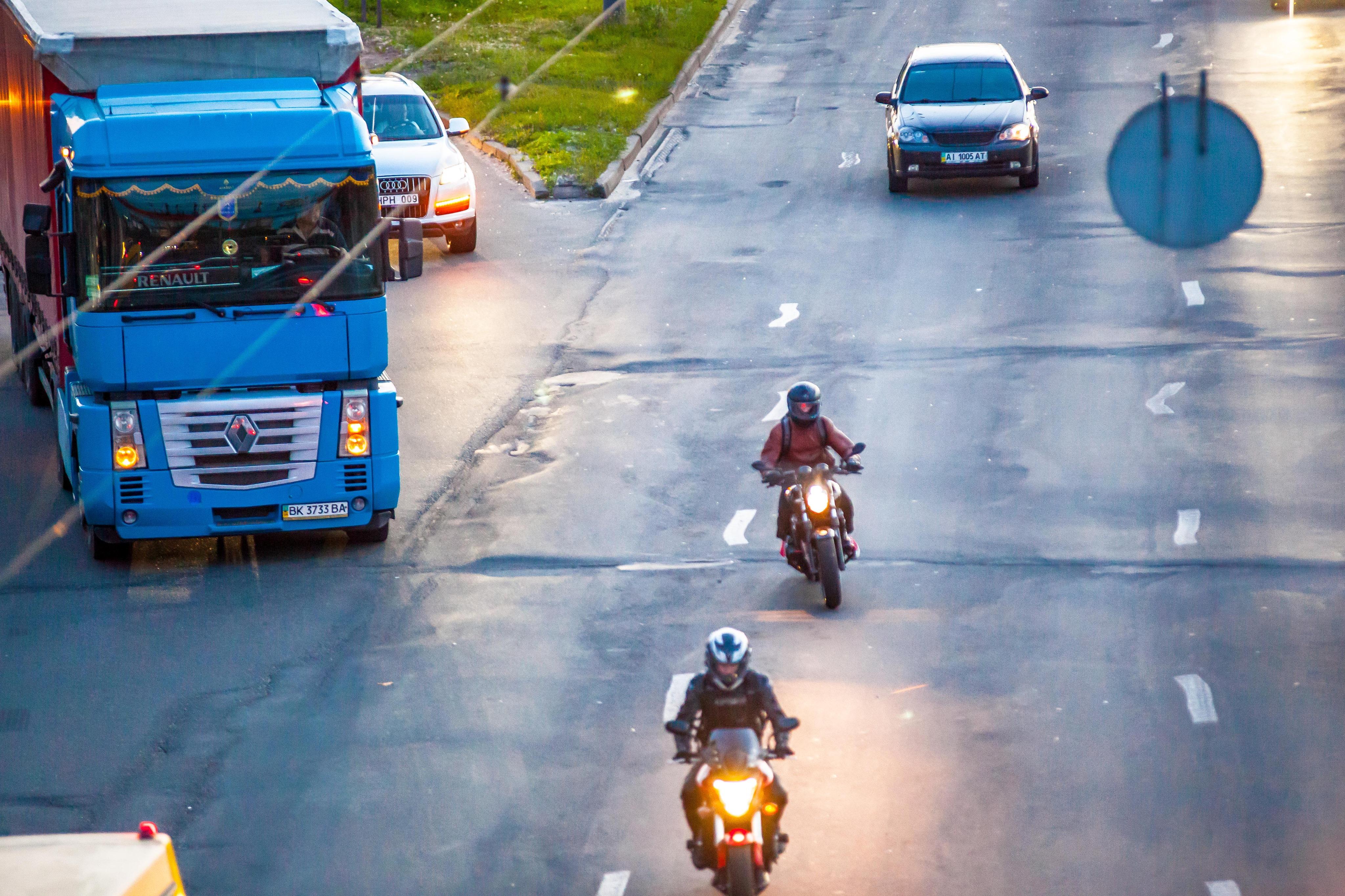 дорога, мотоциклисты