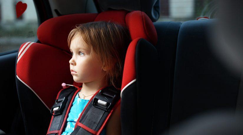 Рада ввела штрафы за перевозку детей в машине без автокресел