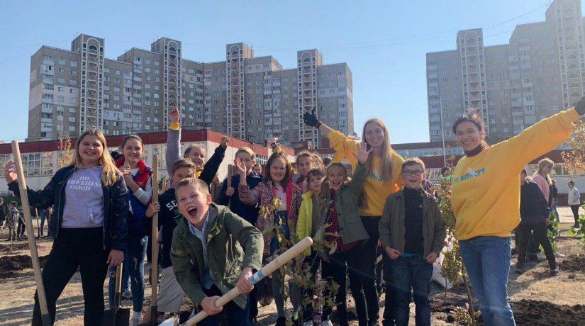 1000 саженцев: Киевские школы присоединились к флешмобу «Деревья вместо цветов»