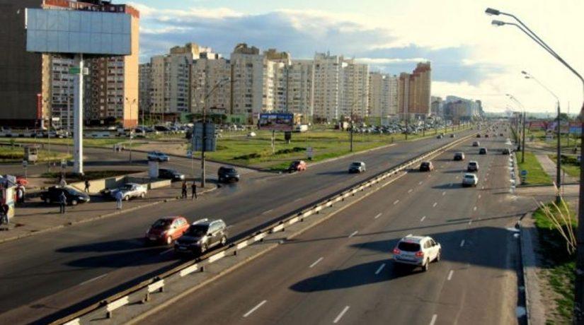 По проспекту Бажана ограничили движение транспорта