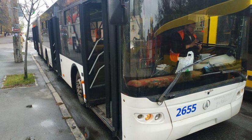 В Шевченковском районе загорелся троллейбус с пассажирами