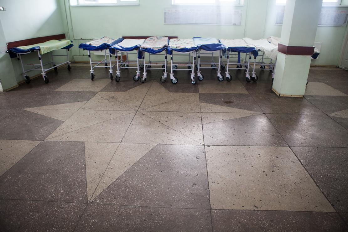 больница, каталки