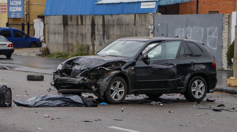 На проспекте Палладина Audi на скорости протаранил BMW, погибли два человека
