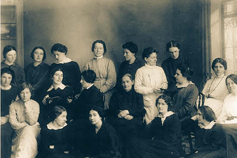 У окна справа - Фанни Каплан в Акаткйской тюрме, 1913 год