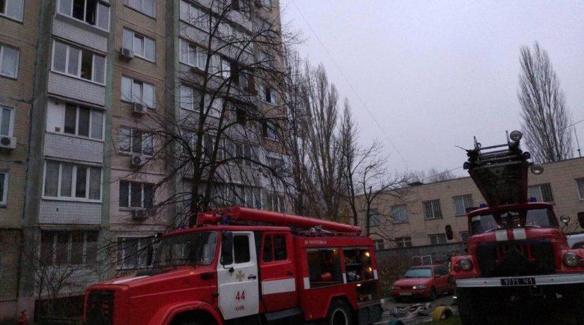 В Голосеевском районе жителей многоэтажки эвакуировали из-за пожара