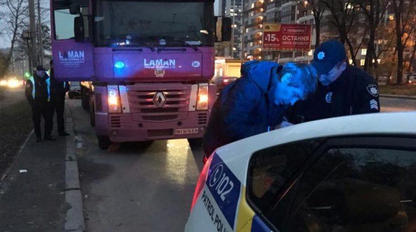 Полицейские три раза останавливали один и тот же грузовик с нетрезвым водителем