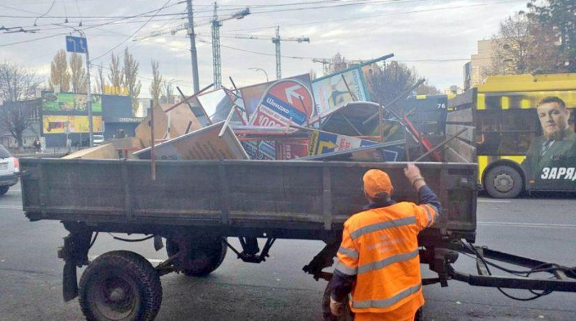 Десятки незаконных рекламных конструкций убрали дорожники Соломенского района