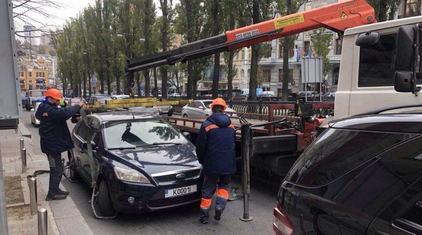 В столице эвакуировали на штрафплощадку более 60 автомобилей