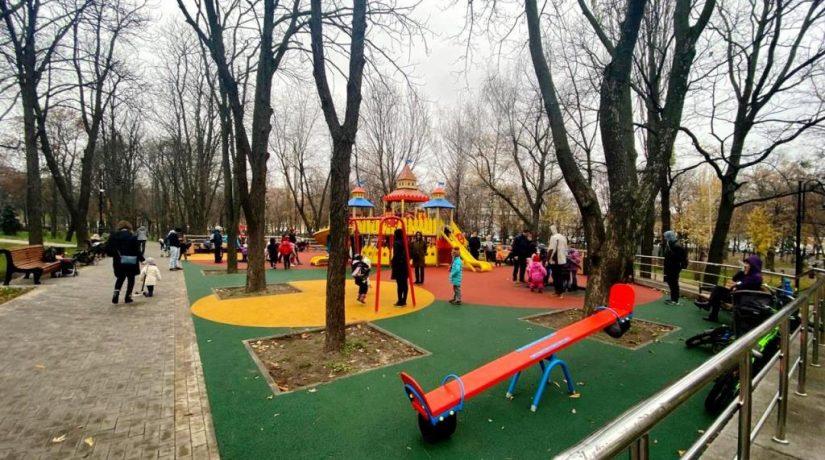 В Куреневском парке обустроили еще четыре локации для детей