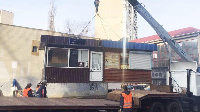 За неделю в Киеве демонтировали более 100 незаконных временных сооружений