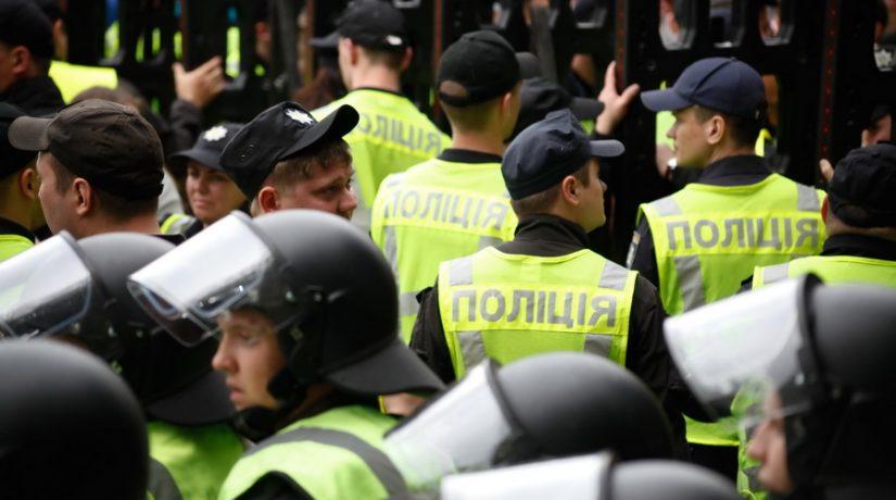 Годовщина полиции: недобор копов и на работу — через соцсети