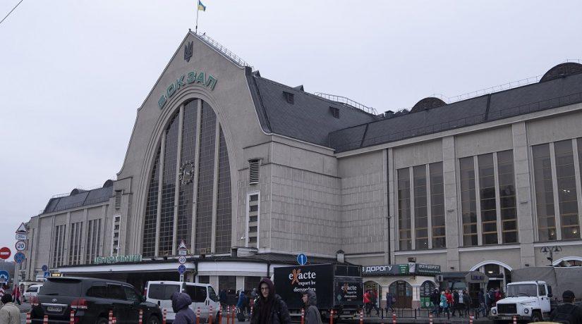 Почему столичный вокзал не могут привести в порядок