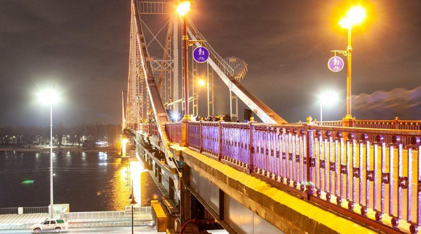 Парковый мост задействовали во флешмобе против насилия
