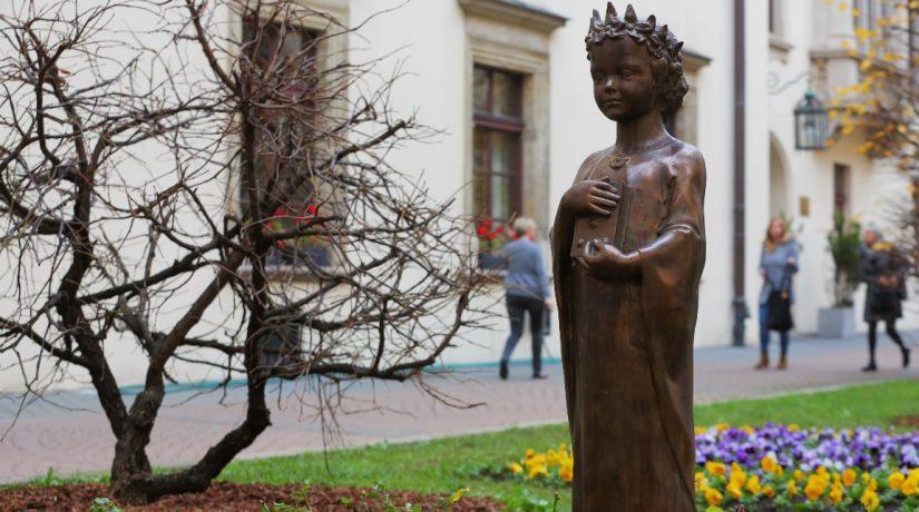В Кракове установили памятник Анне Киевской