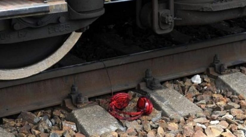 Поезд сбил в наушниках