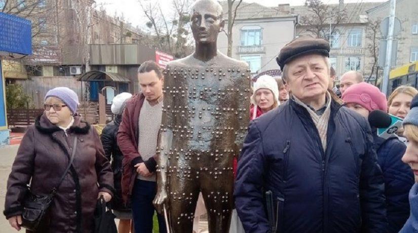 Смотри сердцем – в Киеве открыли необычный арт-объект