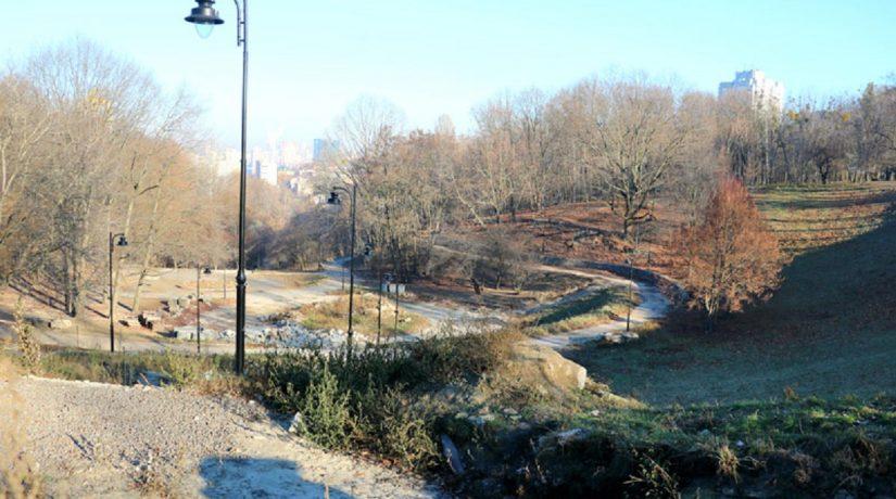 Ландшафтный парк в Соломенском районе очистили от завалов строительного мусора
