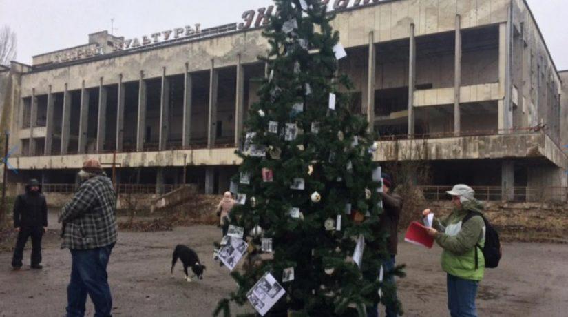 В Припяти впервые с момента аварии установили новогоднюю елку