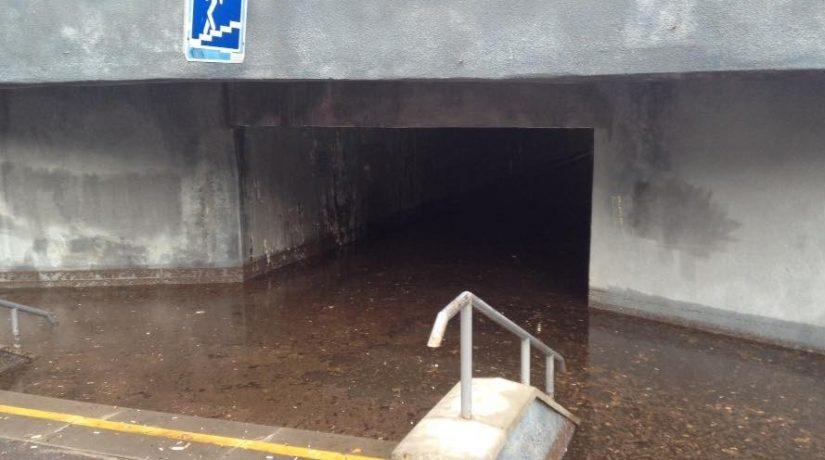 На «Героев Днепра» подземный переход ушел под воду