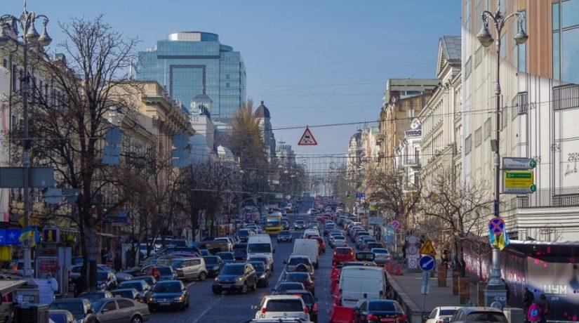 По улице Хмельницкого ограничили движение до Нового года – что происходит