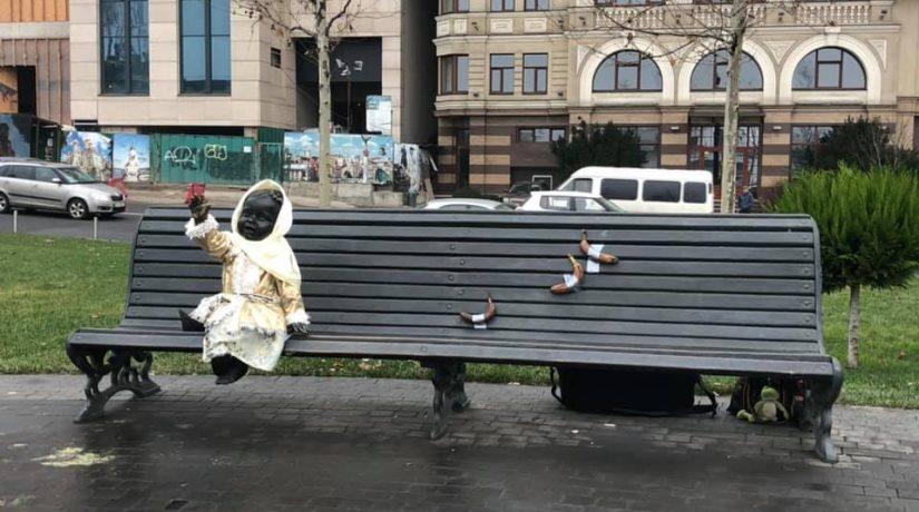 Возле фигурки Лыбеди на Почтовой площади появился арт-объект-мем