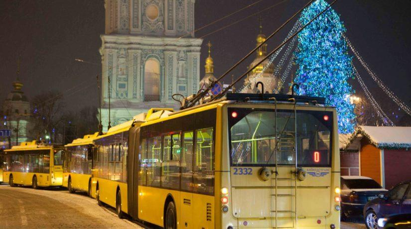 Как будет работать общественный транспорт в новогоднюю ночь – расписание