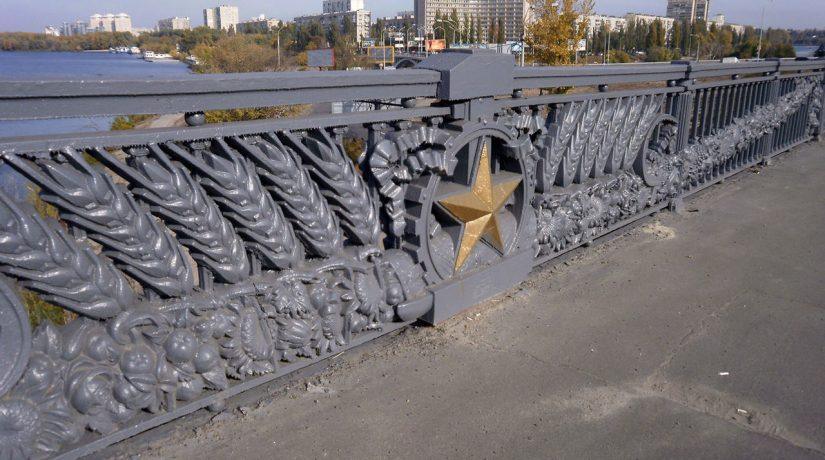 В Киеве с моста Патона во время реконструкции уберут советские колоски и звезды