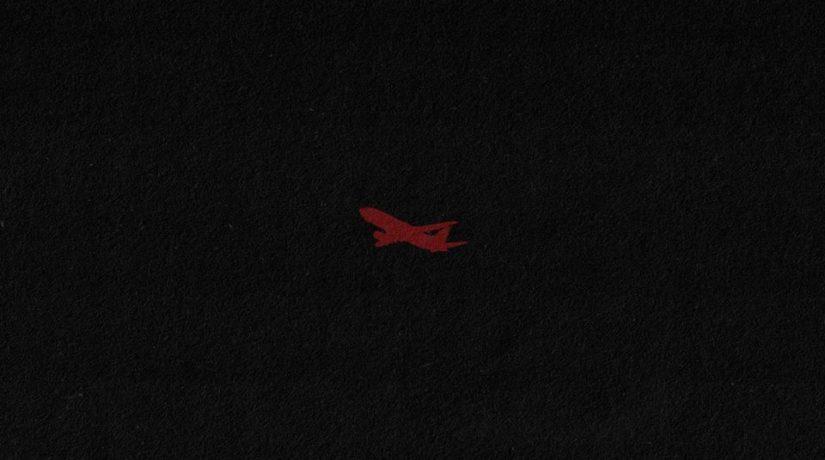самолет на черном фоне