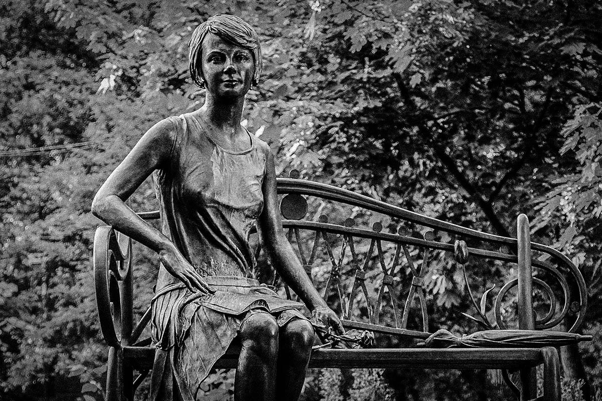 Елена Телига – памятник – расстрелы