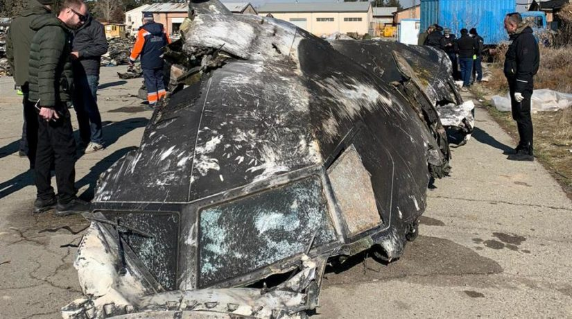 Опубликованы новые фото обломков самолета МАУ, пробитых ракетой