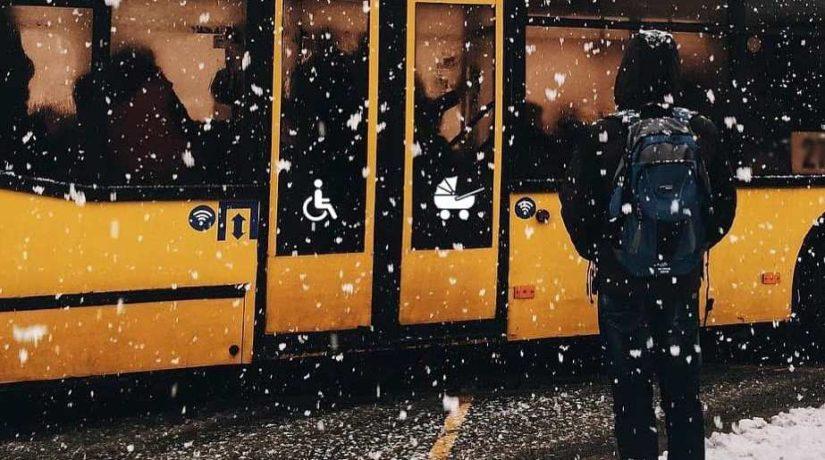 Остановка транспорт Киев Зима