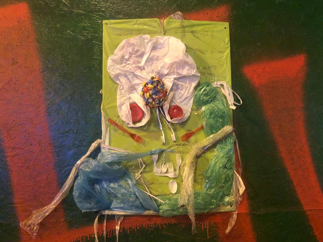 Картины из мусора Крещатик