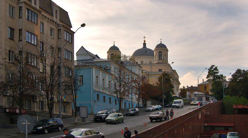 Возле Украинского дома ограничили движение пешеходов