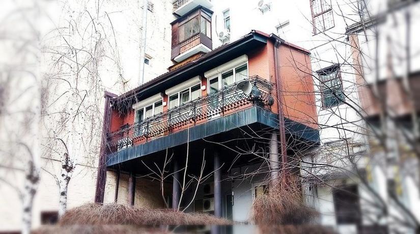 Дом в доме. В центре Киева заметили новый царь-балкон