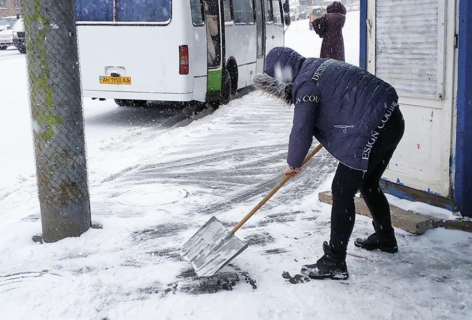 очистка тротуара от снега