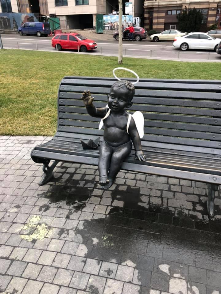 Почтовая площадь, скульптуры детей