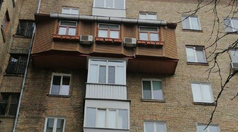 Фото дня. В Голосеевском районе заметили крест из балконов