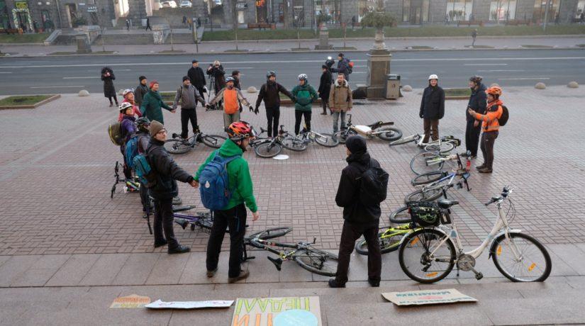 Сердце из велосипедов: В День Валентина Киев присоединился к всемирному флешмобу