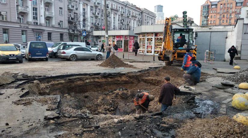 В Печерском районе произошло три прорыва теплосети за день