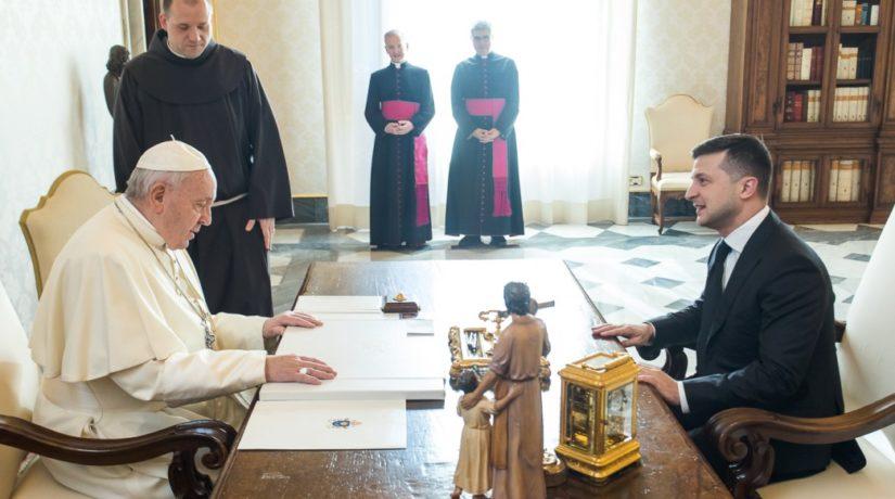 Владимир Зеленский попросил Папу Римского о помощи