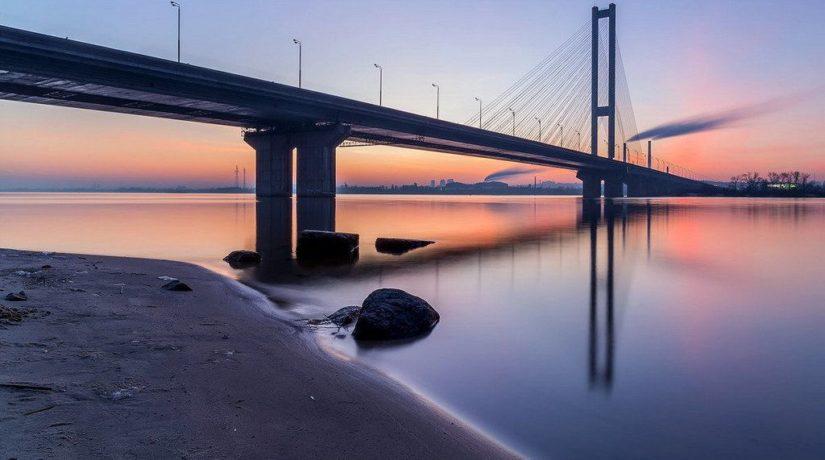 Возле Южного моста ликвидировали стихийную свалку