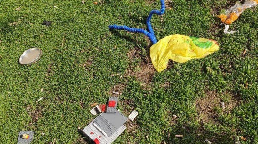 Дети на карантине: из окон дома в Святошинском районе летели игрушки и подушки