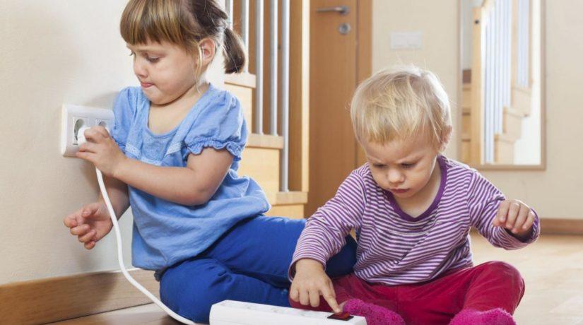 дети и электроприборы