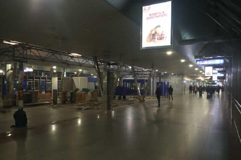 Южный вокзал, демонтаж МАФов