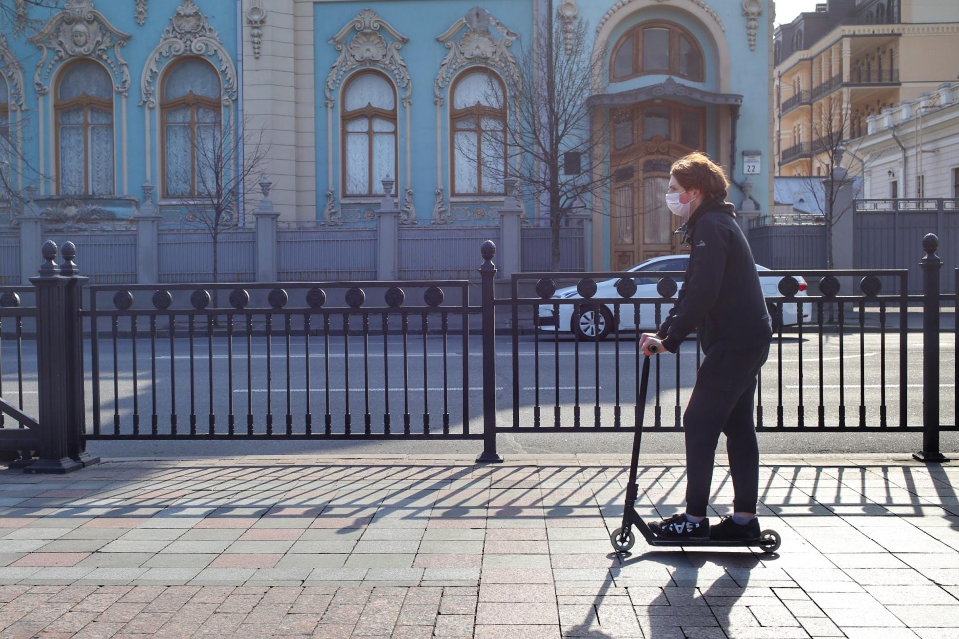 Киев карантин выходные люди