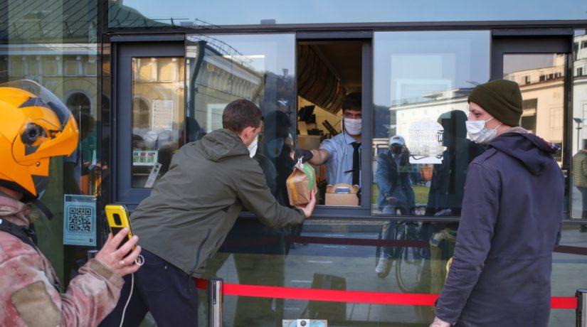 У Києві дозволили продаж «швидкої» їжі та напоїв у МАФах – вимоги